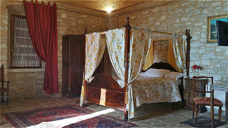 Letti A Baldacchino Antichi : Art canossa vendita letti matrimoniali reggio emilia parma